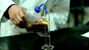 Cómo se obtiene el ácido acético glacial